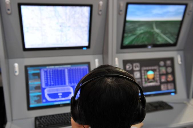 An der Verbesserung von Abläufen und Software für die Arbeit im Tower und auf dem Vorfeld eines Verkehrsflughafens gearbeitet wird mit dem Tower-Simulator gearbeitet. (#1)