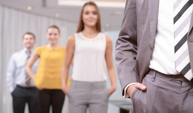 Der Arbeitgeber bestimmt das Erscheinungsbild seiner Angestellten, was vor allem im Kontakt mit Kunden wichtig ist. (#01)