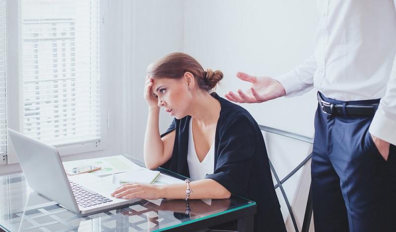 Der Vorgesetzte darf nicht verlangen, dass jemand trotz Krankheit arbeitet. (#04)