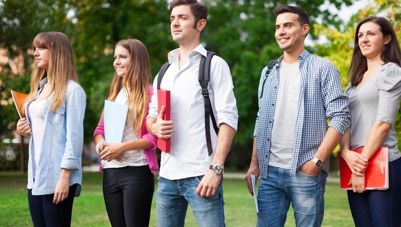 Heutzutage fahren viele junge Leute, was ihren Karriereweg angeht, wie auf Schienen. Der einzige Weg, erfolgreich zu werden, so scheint es, führt über das Gymnasium bzw. die integrierte Gesamtschule. (#01)