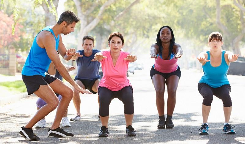 Die Ausbildung im Bereich Fitness soll die Trainer dazu befähigen, die Trainierenden beim Erreichen körperlicher Ziele zu unterstützen. (#01)