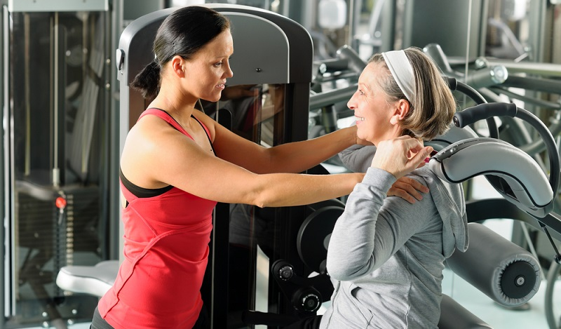 Ausbildung Fitness: Ein älterer Mensch, dem man helfen soll, fit zu bleiben, braucht eine andere Art der Ansprache als ein Teenager, der sein Gewicht reduzieren muss. (#02)