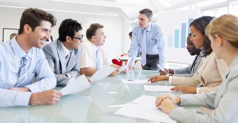 Viele Unternehmen behalten sich vor, dass der Arbeitnehmer einen Anteil der Kosten an das Unternehmen erstatten muss, wenn er nach der Weiterbildung aussteigt. (#02)