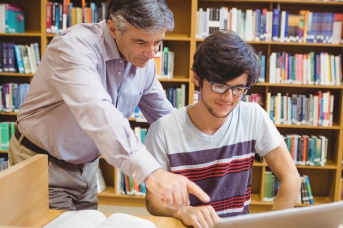 Zu jeder guten Dissertation gehört ein sorgfältig ausgewählter Doktorvater, der während des Schreibens als Berater fungiert. (#3)
