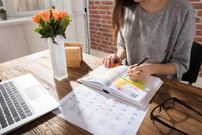 Um einen guten Überblick über die bevorstehenden Aufgaben zu bekommen, sollte ein genauer Zeitplan angefertigt werden. So wird sichergestellt, dass nichts vergessen geht. (#3)