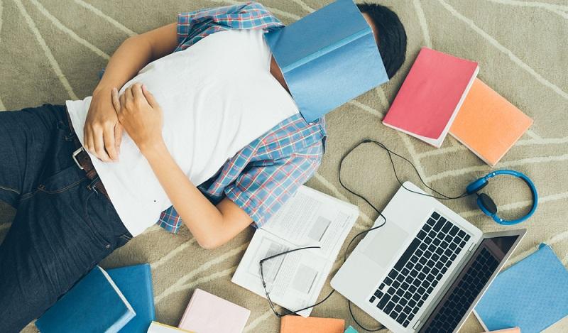 IHK Studienabbrecher ohne Perspektive: Besonders häufig kommt es zum Studienabbruch, weil die Studenten keine Zukunft in der gewählten Branche für sich sehen. (#01)