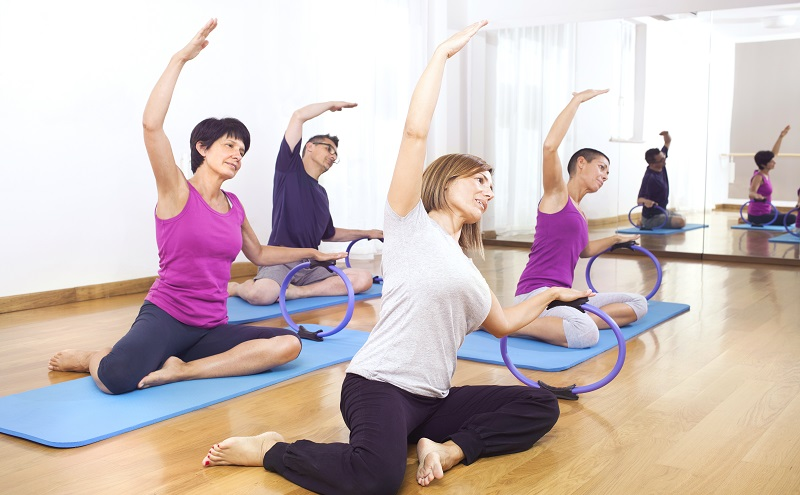 Entweder man nimmt an einer Rückenschule teil, besucht ein Fitnesscenter oder stellt sich einen eigenen Trainingsplan zusammen. (#07)