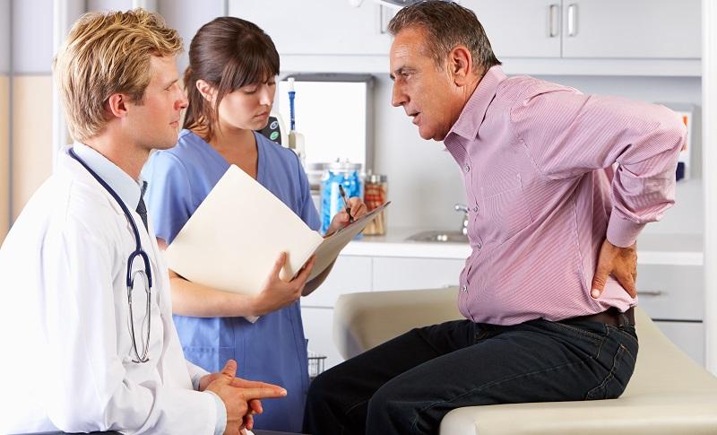 In Deutschland leiden zahlreiche Menschen unter Rückenschmerzen. Das kostet die Krankenkassen viel Geld. (#02)