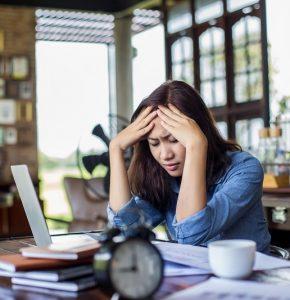 Manchmal hängen die Schmerzen nicht mit physiologischen Problemen zusammen, zum Beispiel Stress. (#06)