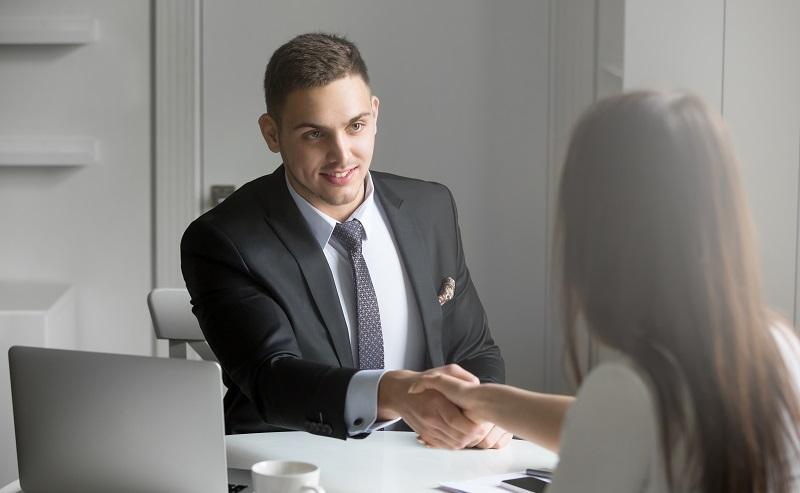 Gerade Selbstständige müssen besondere Auflagen erfüllen, um einen Kredit von einer Bank zu erhalten. (#02)