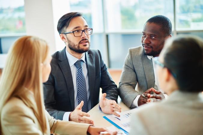 Eine unparteiische Person kann in einem Konfliktgespräch sehr hilfreich sein. Sie übernimmt die vermittelnde Position und kann zudem gemeinsame Lösungen schriftlich festhalten. (#4)