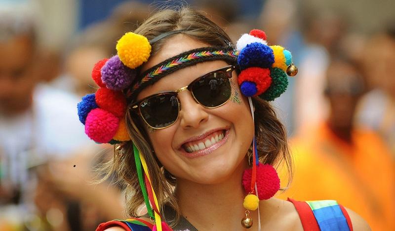 Wer im Karneval tüchtig feiern möchte, der muss Urlaub nehmen, denn Faschingstage sind reguläre Arbeitstage. Das gilt auch für Rosenmontag bis Aschermittwoch. (#03)