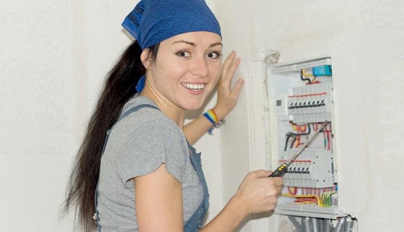 Berufe der Zukunft fuer Frauen: Elektirkerin. (#03)
