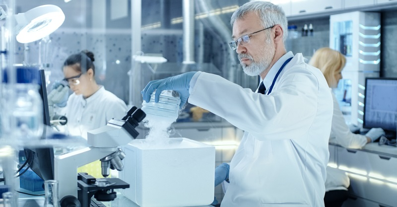Ingenieure mit einem naturwissenschaftlichen Hintergrund sind in vielen Branchen gefragt. Sie können mit einem Einstiegsgehalt von bis zu 65.000 Euro im Jahr rechnen. (#03)