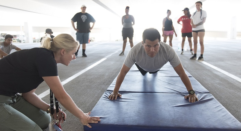 Ein Polizist muss sportlich sein, daher steht auch ein Sporttest auf dem Auswahlprogramm. (#03)