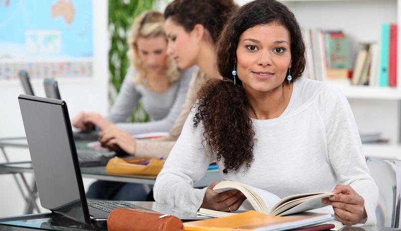 Zusätzlich kannst du auf Berufsmessen ganz konkrete Fragen und Zweifel zu den Studien beseitigen. (#03)