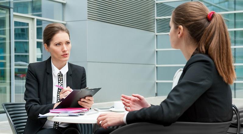 Die meisten Arbeitgeber erfragen die persönliche Reisebereitschaft von ihren Bewerbern. Ob diese dann tatsächlich eine ausländische Filiale des Unternehmens betreuen sollen oder nicht, steht erst einmal auf einem anderen Blatt. (#02)