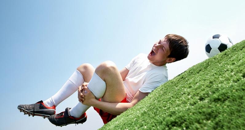 Auch Verletzungen sind ein häufiger Grund dafür, dass der Traum vom Profifußball zerplatzt. (#04)