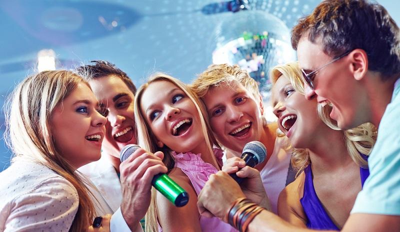 Wer hat sich nicht schon einmal auf einer Karaoke-Party blamiert? (#06)