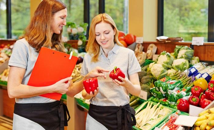 Wie sieht es nun genau mit der Ausbildungsvergütung im Einzelhandel aus? Je nach Branche und Region kann die Höhe der Ausbildungsvergütung in den Tarifverträgen schwanken. (#02)