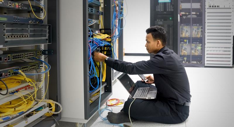 Sobald ein Unternehmen über ein eigenes Netzwerk verfügt, sollte ein Netzwerkadministrator beschäftigt werden, der alle Funktionen überwacht und Probleme lösen kann. (#01)