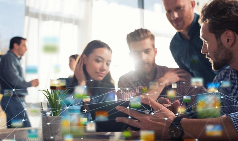 Um über das Karrierenetzwerk die eigene Berufsplanung zu fördern, ist es nicht ausreichend, einfach ein Profil auf den entsprechenden Plattformen zu erstellen. Darüber hinaus ist es notwendig, die Kontakte aktiv zu pflegen und das Netzwerk Stück für Stück auszubauen. (#01)