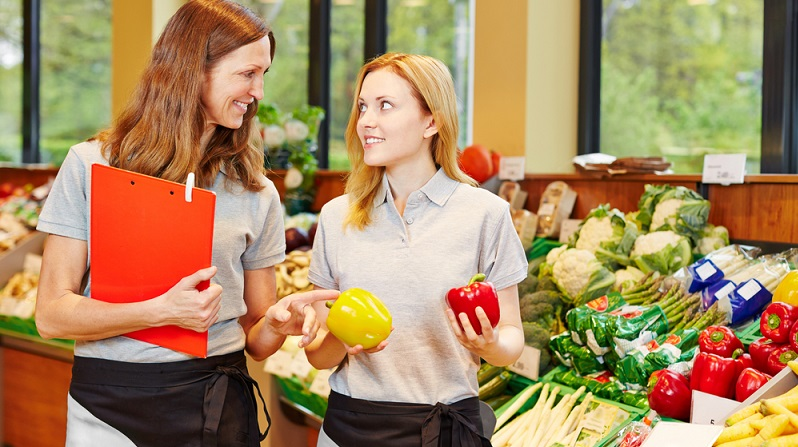 Im Einzelhandel gibt es in der Regel recht viele freie Ausbildungsplätze, weil immer wieder neue Filialen großer Supermärkte und Discounter eröffnen, die Bedarf an gut ausgebildeten Arbeitskräften haben. (#01)