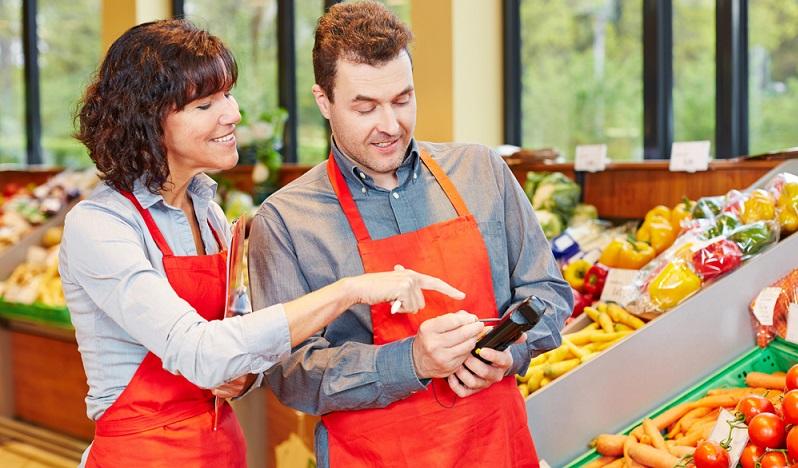 Gut ausgebildete Einzelhandelskaufleute können in entsprechend großen Betrieben mit guten Aufstiegsmöglichkeiten rechnen.