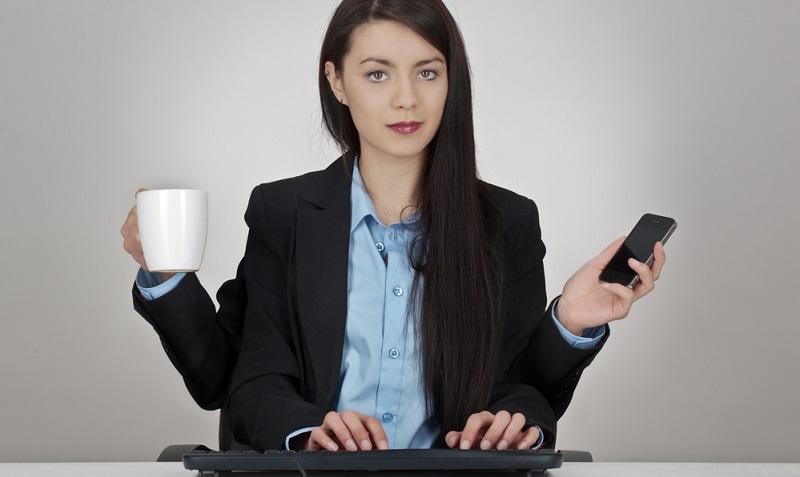 Bisher sprachen wir von Angestellten, die nebenberuflich selbstständig sind. Aber was ist, wenn jemand bereits hauptberuflich eine selbstständige Tätigkeit ausübt und sein Einkommen durch einen Nebenjob mit Angestelltenverhältnis aufbessern möchte? (#02)