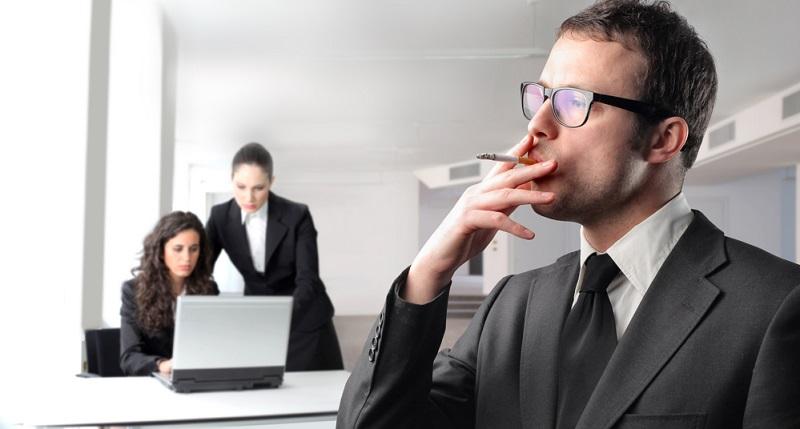 Das Thema Nichtraucherschutzgesetz ist in Deutschland bislang nicht für jeden Arbeitsplatz einheitlich geregelt.