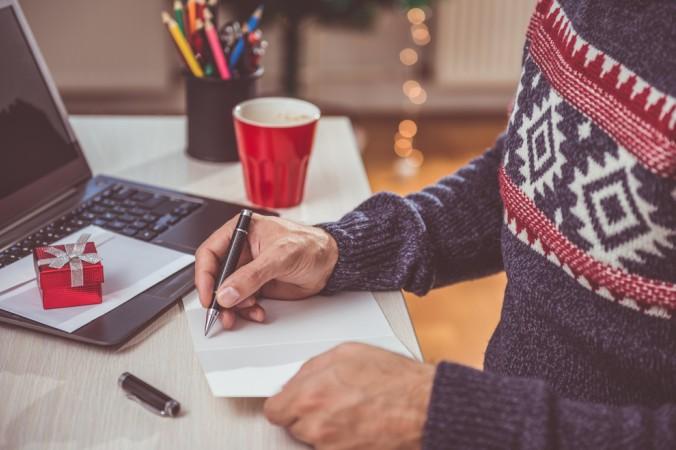 Weihnachtsgrüße, die persönlich verfasst und zudem noch handgeschrieben werden, sind ein wahrer Beweis von echter Wertschätzung für den Empfänger. Gerade in Zeiten der immer weiter fortschreitenden Digitalisierung des Lebens. (#1)