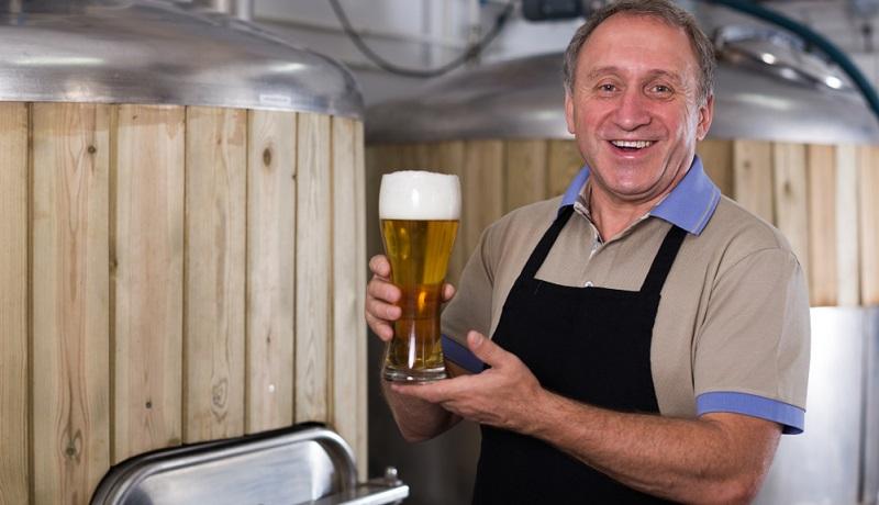 Deutschland ist ein Land der Biertrinker. Jede Region hat ihre eigenen Bierspezialitäten und Brauereien, die teilweise weltweit erfolgreich ihre Biere vermarkten.