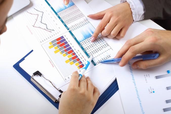 Auch in Versicherungen, Banken und Kreditinstituten kann man Jobs finden, die den Börsenjobs sehr ähnlich sind. Als Projektmanager gilt es Budgetvorgaben einzuhalten, Vorgänge zu prüfen und alles zu dokumentieren. (#4)