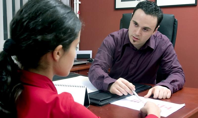 Für einen Arbeitnehmer ist es von Vorteil, wenn er einen guten Ansprechpartner hat in Bezug auf Fragen rund um eine Kündigung oder einen Aufhebungsvertrag.