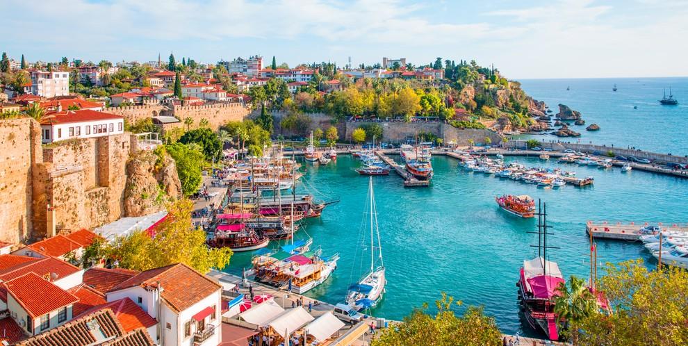 """Bewertungen und Erfahrungsberichte zum """"Glückshotel Türkei"""" (Im Bild: Kaleici, die Altstadt von Antalya) finden sich beispielsweise im Onlineforum auf www.geizhals.com. (#4)"""