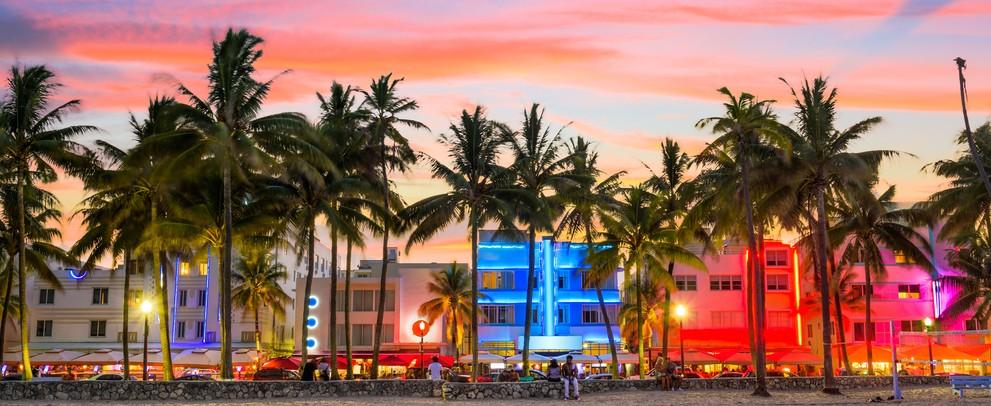 """""""Miami Beach"""" ist gerade auch für Vielflieger ein beliebtes Urlaubsziel. Auch eine Übernachtung an einem Zwischenstop kann ein Grund für das Buchen des Glückshotel sein. Auf vielfliegertreff.de erhält man Erfahrungsberichte und Tipps bei der Buchung eines Glückshotel. (#6)"""