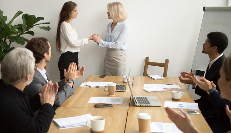 Neue Möglichkeiten des Recruitings sind gefragt und mit den folgenden Tipps gelingt es Unternehmen wesentlich einfacher, vakante Stellen zu besetzen und passende neue Mitarbeiter zu finden.