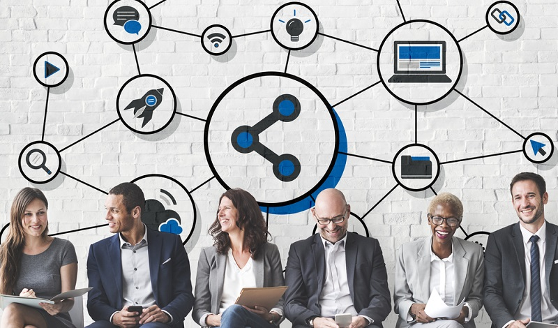 Social Media Recruiting ist eine innovative Methode der Rekrutierung von Mitarbeitern und kann selbstverständlich auch für die Suche nach Führungskräften in Paris eingesetzt werden.