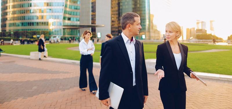 Die Personalberatungen haben den Prozess der Mitarbeitervermittlung perfektioniert, sodass es auf diese Weise wesentlich schneller geht, geeignete Führungskräfte zu rekrutieren.