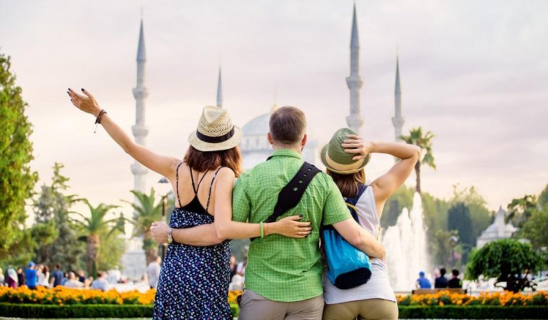 Wer Türkisch lernen möchte, sollte sich ebenso wie jeder andere Sprachenschüler mit dem Gedanken tragen, die Sprache auch möglichst anwenden zu können. Eine Weiterbildung ist gut, doch die sprachliche Praxis ist unverzichtbar.