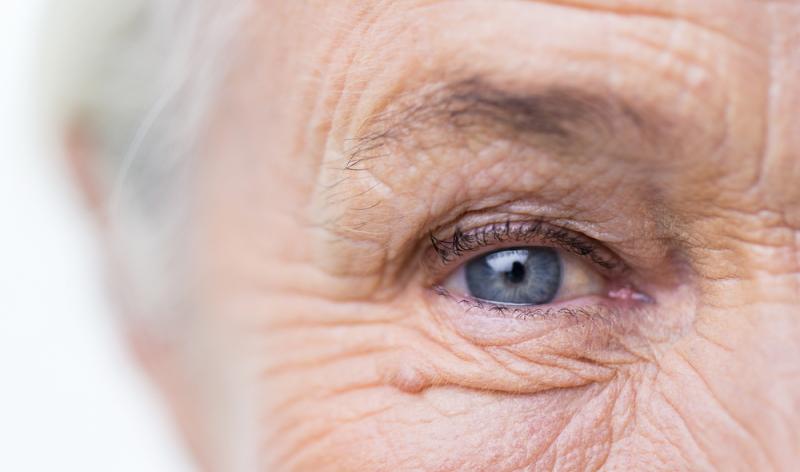 Egal, ob es sich um die Altersweitsichtigkeit oder eine andere Sehschwäche handelt, das Abwägen der möglichen Vor- und Nachteile ist essenziell für die Entscheidung, ob es eine Laser Behandlung sein soll.