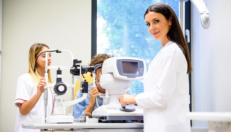 """Als Testsieger ging Euro Eyes mit dem Qualitätsurteil """"gut"""" aus diesem Test hervor. Die Patienten genießen hier eine hohe Patientensicherheit und werden umfassend über den Ablauf des Eingriffs sowie über mögliche Folgen und Risiken aufgeklärt."""