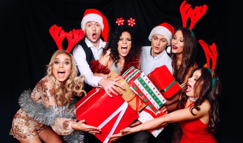 Wichteln oder Schrottwichteln sind die all-time-classics auf der Firmenweihnachtsfeier.