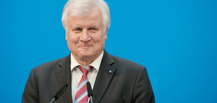 Horst E-Mail: Seehofer, Lichter oder ABS? ( Foto: Shutterstock-_photocosmos1 )