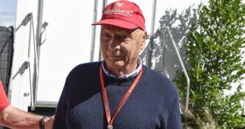Niki E-Mail: Niki Lauda um ein Autogramm bitten? ( Foto: Shutterstock-Dana Gardner )