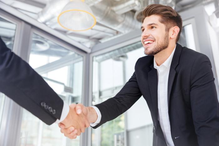 Auch in Stresssituationen sollte der Bewerber für ein erfolgreiches Bewerbungsgespräch ruhig bleiben.