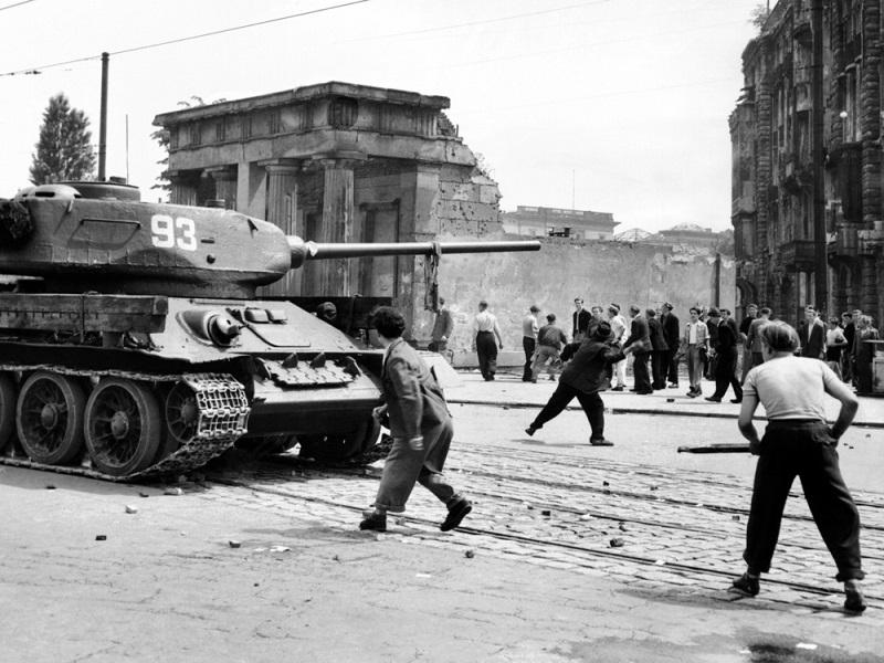Der Kalte Krieg trug zudem nicht wirklich dazu bei, dass die Netze geöffnet wurden.  (Foto: Shutterstock- Everett Historical )