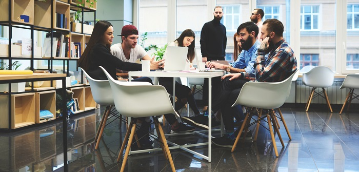 Coworking Space: Definition, Bedeutung & Kosten ( Foto: Shutterstock- GaudiLab )