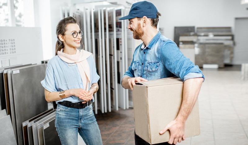 """Mit einem Abschluss als """"Geprüfter Fachkaufmann für Einkauf und Logistik"""" qualifizieren sich Absolventen für Aufgaben auf Meisterebene. ( Foto: Shutterstock -RossHellen)"""