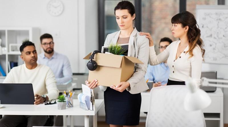 Gewährt der Chef ein Arbeitgeberdarlehen, kann der Arbeitnehmer in der Regel davon ausgehen, dass seiner Position im Unternehmen keine Gefahr droht.  ( Foto: Shutterstock- Syda Productions)